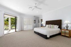 8222 Magnolia Dr W, Hope Island QLD 4212, Australia
